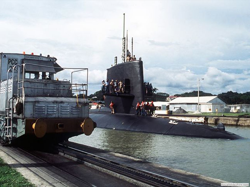 USS Shark (SSN-591) in the Panama Canal 1989