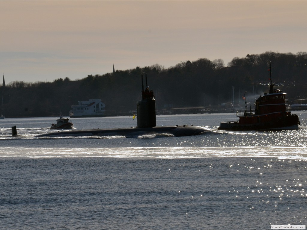 USS Topeka (SSN-754) transits the Thames River